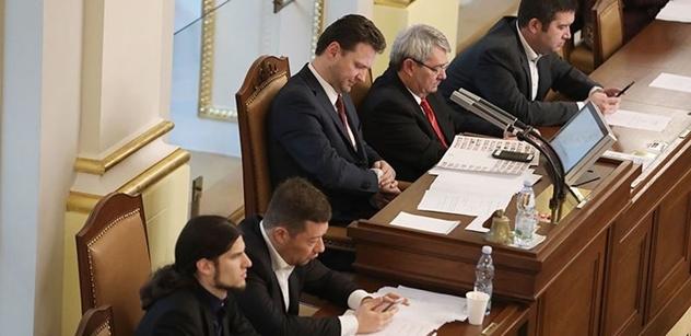 VÍME PRVNÍ Mandátový výbor si zvolil místopředsedy. Jsou jimi Gazdík, Rozvoral, Bartoň a Malá