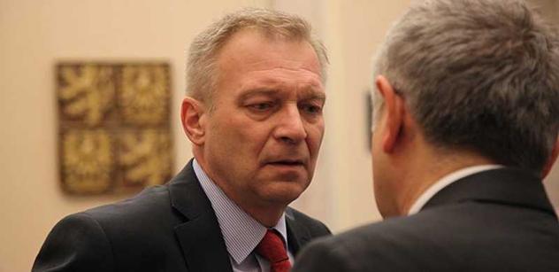 Picek odvolal náměstka pro personalistiku Hrbatu, informuje server