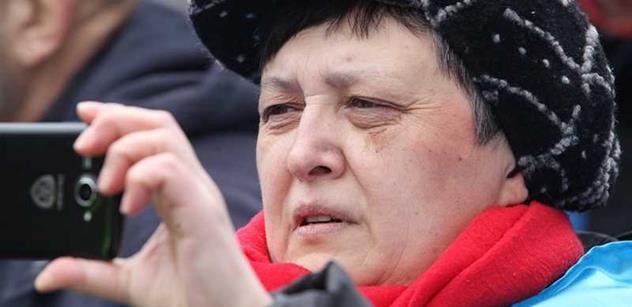 Kazaši se bouří, prezident je zaprodal Rusům a Číňanům. Džamila Stehlíková nadšeně oslavuje nový Majdan