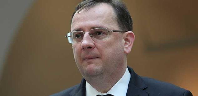 Je to tu: Žalobce žádá vydání Petra Nečase