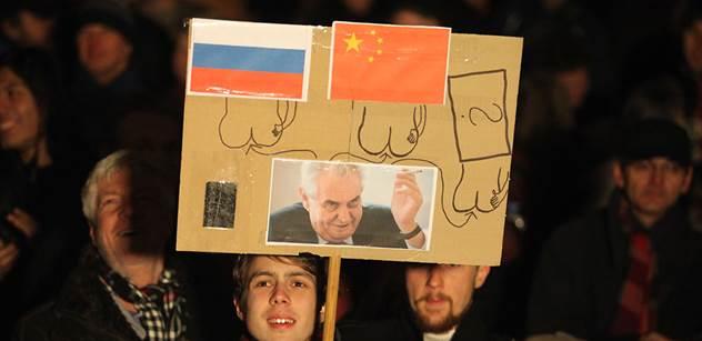 Maminky musí zacpávat dětem uši, když mluví prezident! Havlův mluvčí Ladislav Špaček vyčítavě o Miloši Zemanovi a naší současnosti