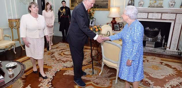 Prezident Zeman po audienci u britské královny: Mluvili jsme hlavně o Češích v Británii po brexitu. Nakonec zavtipkoval o příštím britském premiérovi