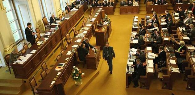 Scéna ve sněmovně: Chybí úplně celá vláda, divil se Vít Bárta