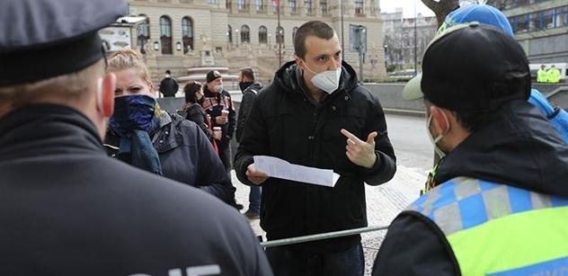 Napadený policista a zatýkání! Tak dopadla demonstrace proti vládním opatřením