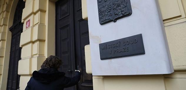 """""""Roušky dolů, otevřete hospody!"""" Bramboračka: Po zrušení vládních zákazů zmíněn kolaps Česka"""