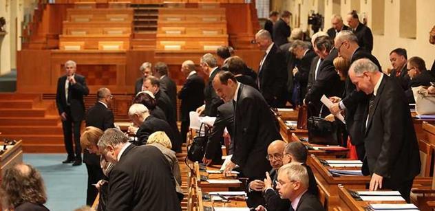 Senátoři projednají petici za odchod prezidenta Zemana