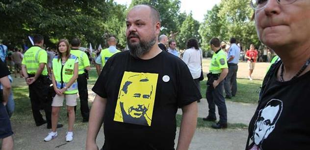 Ze sobotních zápisků aktivisty Peszynského: Chlap mě poznal v tramvaji a začal mi nadávat. Už to začalo. Temná předzvěst naší budoucnosti...