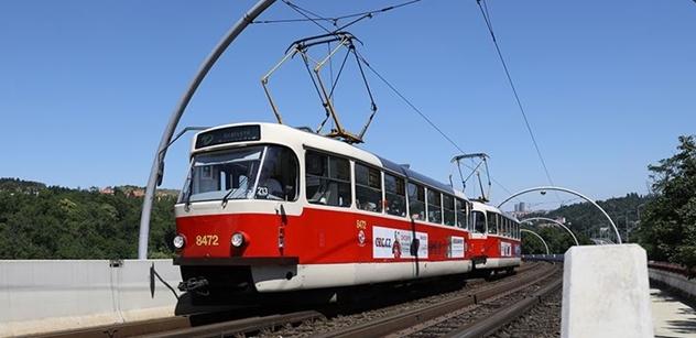 Pražské autobusy i tramvaje okrášlí kníry. Jde o podporu Movemberu