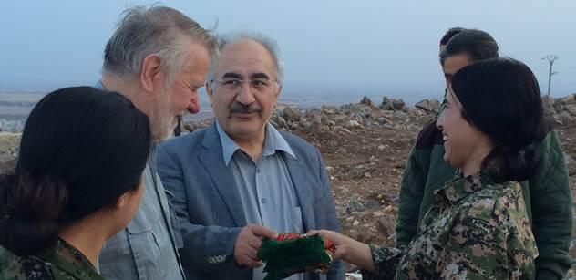 Jaromír Štětina byl kdysi uvězněn. Islámský stát o nás věděl. Lékař Yekta Uzunoglu se vrátil ze Sýrie a vypráví