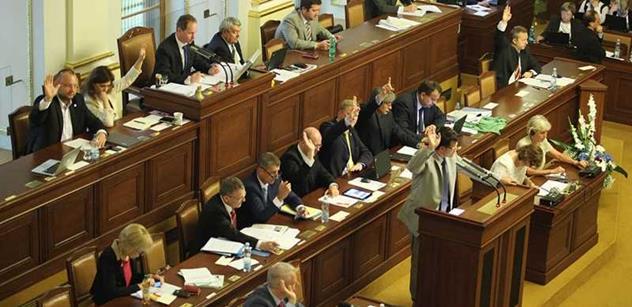 Sobotka vysvětloval ve sněmovně postoj k sankcím proti Rusku