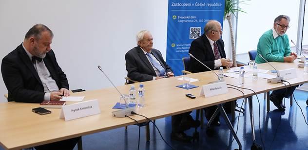 """EU jako SSSR. Vstávaly mi vlasy hrůzou, omyli mě. 10 let jsem tam seděl... A nic. Zeman má křišťálovou kouli. """"Staří mistři"""" vydali svědectví o Evropě"""
