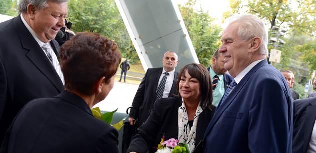 Prezident Zeman se ostře vyjádřil o České televizi. Nejlepší by prý bylo úplně zrušit koncesionářské poplatky