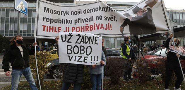 Bobo a Lipovská jely před ČT. Hilšer, Milion chvilek a Smoljak tam brojili proti nim. Ale s chybou
