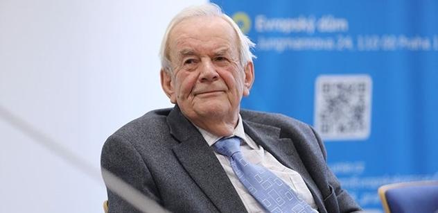 Spanilá jízda Miloše Zemana. Zkušený pamětník Milan Syruček vysvětluje, v čem je jeho cesta do Ruska historicky mimořádná