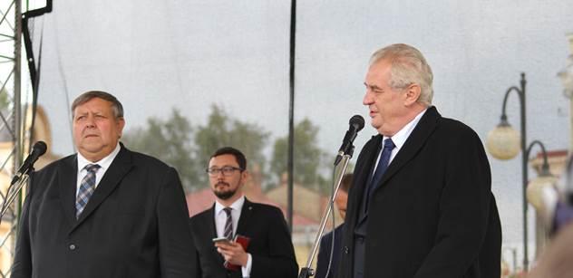"""Zeman si v Holešově nebral servítky: """"Nepřizpůsobivým"""" snížit dávky. Investujme do dobrovolných záloh. Lidé by měli mít možnost chránit své hranice"""