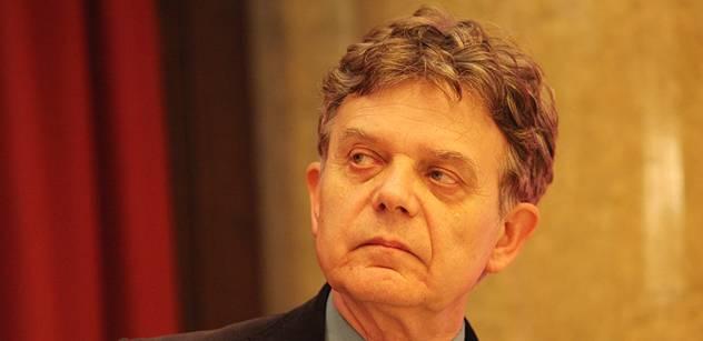 Politici a aktivisté chtějí vyměnit staré Evropany za nové, varoval Alexander Tomský. Novinář Palata ho za to posílá k psychiatrovi