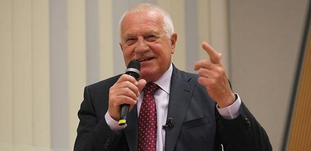 Václav Klaus vyprávěl, jak mu v Německu cenzurují knihu. Ale lidi nezastaví. Každý den prý potká někoho, kdo mu dává za pravdu