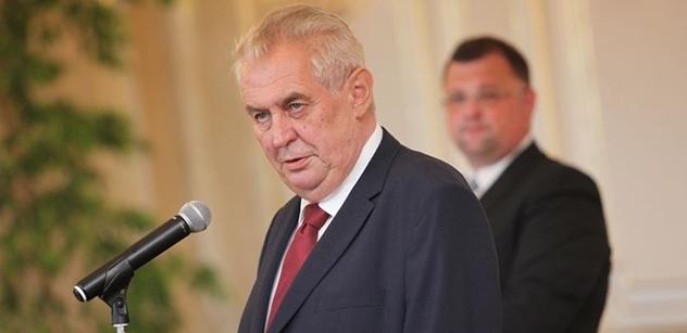 Prezident Zeman se zastal kritizované vědkyně. Braňte se, zaznělo z Hradu