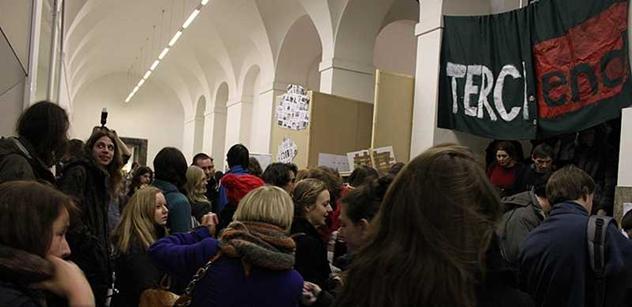 Domonstrace proti reformě VŠ. Na vládu jde deset tisíc lidí