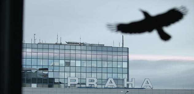Toto se dělo před Ruzyní, zatímco ji přejmenovávali na Havlovo letiště