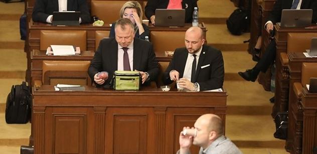 """ČT ve Sněmovně: Foldyna """"poblil"""" lidovce. Ten vytáhl Putina. ANO udeřilo na Kavčí hory"""