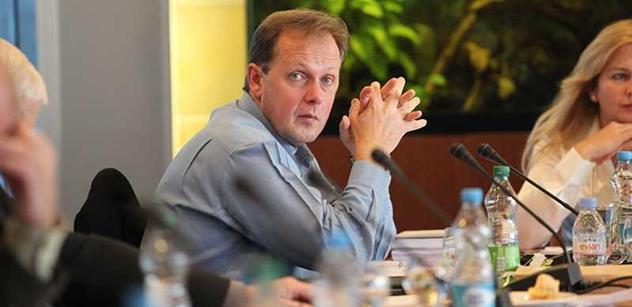 Ředitel ČT si prý najal lobbisty na přesvědčování poslanců. Jde o krk celé Radě ČT