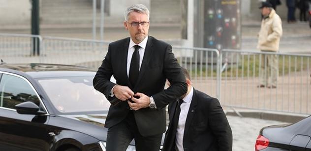 Vysoký úředník na obraně rezignoval. Neustál tlak informací ParlamentníchListů.cz. Babiš je četl a bylo po náměstkovi