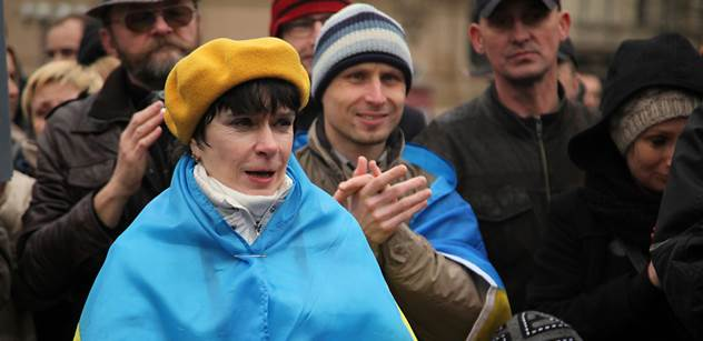 Mezinárodní den proti Putinovi. Na Staromáku jej oslavovalo asi padesát lidí