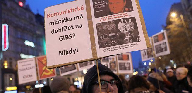 """""""Soudruzi, tentokrát vám to neprojde"""", """"Dlužíme to Havlovi"""", """"Televizi nedáme"""", """"Vypadni, Zemane!"""" Tisíce lidí na Václaváku a protest nejen proti Ondráčkovi"""