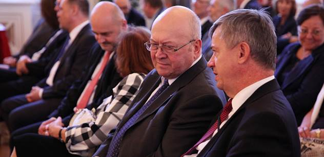 Vladimír Remek vyprávěl, jak jako velvyslanec přečůral ruský protokol