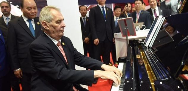 Prezident Zeman v Číně. Někde vám ukáží jen výstup u klavíru, u nás se dočtete o všem, co absolvuje