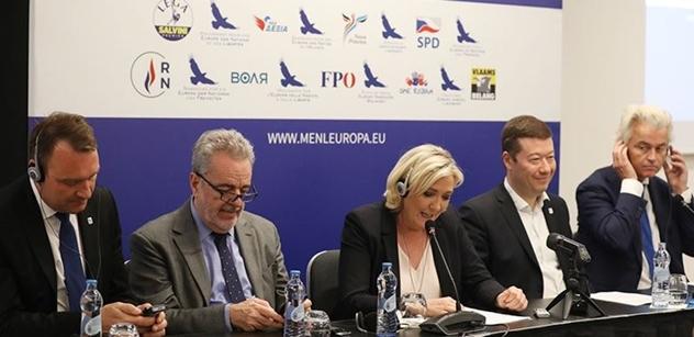 Bruselská šlechta. Třeba ten notorický alkoholik, který málem podpálil prezidentský pár... Toto se dělo, než Okamura s Le Penovou a Wildersem vyrazili na Václavák