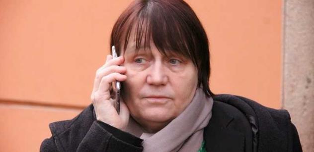 Ombudsmanka Anna Šabatová nám řekla své o muslimských šátcích, exekucích na seniory a slově, které bychom vůbec neměli používat