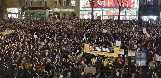 Miliardář, který podpořil Drahoše, odsoudil včerejší demonstrace: Toto v kavárně způsobí rozkol
