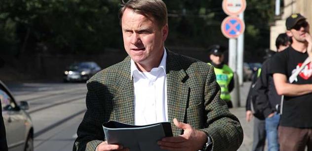 Martin Bursík, kandidát TOP 09:  Kradou nám Václava Havla. Je válka, proti Putinovi platí síla. Tudíž podporuji tento vojenský návrh