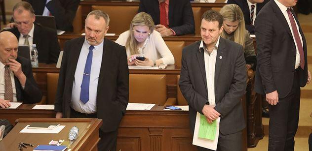 """Pouze na PL: Nejhorší je, když celej Václavák skanduje """"Kalousek, Kalousek"""", řekl Babiš komunistům za zavřenými dveřmi. Nejste silný premiér, reagoval Ondráček"""
