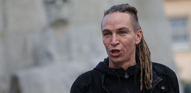Bartoš (Piráti): Julian Assange podle nás potřebuje lékařskou péči, nikoliv vězení