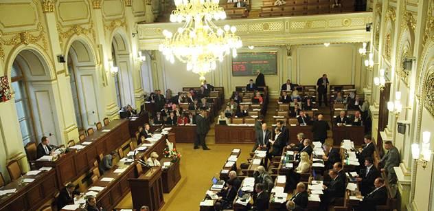Sněmovna schválila mezinárodní smlouvu o obchodu se zbraněmi