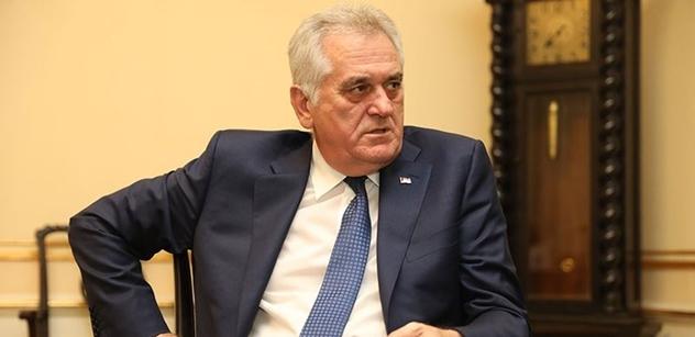 VIDEO Rusko, Rusko. EU nechceme. Eurošéfka diplomacie dostala sodovku v Bělehradě. Hádejte, čím zkusila uklidnit naštvané poslance