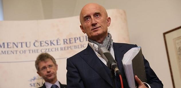 Senátoři navrhují zrušení EET. Sobotka by měl Babiše vyměnit, vyzývá Ivo Valenta