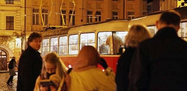 Magistrát zvažuje zavést daň za dům u zastávky tramvaje