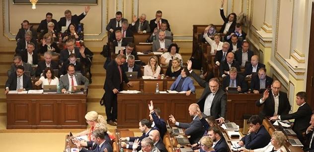 Poslance zaměstná návrh rozpočtu a sporné zvýšení části daní