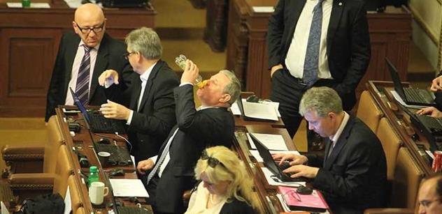Finanční analytický útvar má nově kontrolovat sněmovní komise. Navrhla to ODS a schválila sněmovna