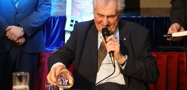Prezident Zeman pokřtil Černou knihu České televize. To, co u toho prohlásil, se na Kavčích horách určitě líbit nebude