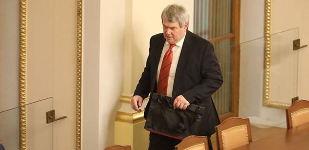 Jak říká prezident Zeman, chceme mít negativní kádrovou pravomoc, prozrazuje šéf komunistů Filip