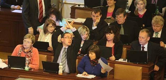 Poslanci projednají růst důchodů a platby do zdravotnictví
