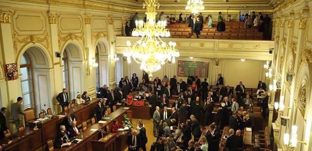 Sněmovna by měla dostat v příštím roce o 40 milionů víc než letos