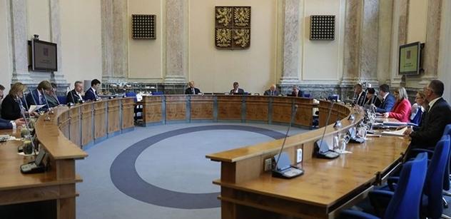 Opoziční návrh změn v odvolávání žalobců vláda zřejmě odmítne