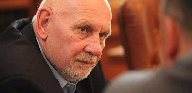 Šéf Ústavního soudu Rychetský o soumraku civilizace a Zemanovi