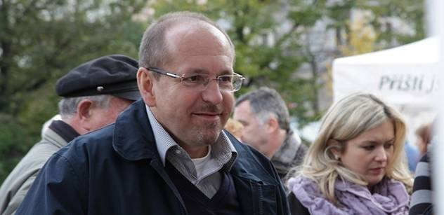 """Ministr Fuksa: Prostředky z """"povodňové daně"""" se neztrácejí"""